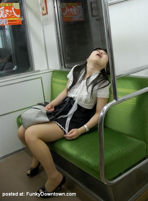 Gambar Foto Orang Jepang Tidur Di Kereta!