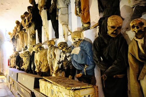 Catacombs Capuchins - Tempat Menaruh Mayat!