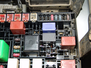 Replace in addition 2000 Volvo S40 Headlight Wiring Diagram additionally Infiniti Fuse Box Location further Hyundai 2 7 Knock Sensor Wiring Connector Diagram besides 2012 Infiniti G37 Fuse Box Location. on 2003 g35 fuse box location
