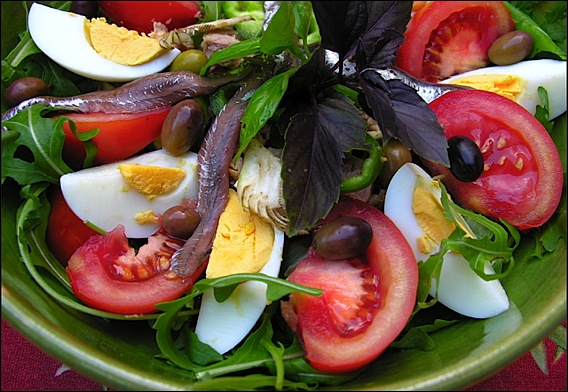 danger men cooking i arrive in nice and eat a salade ni oise. Black Bedroom Furniture Sets. Home Design Ideas