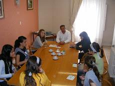 Dialogando  con Funcionarios en la Municipalidad