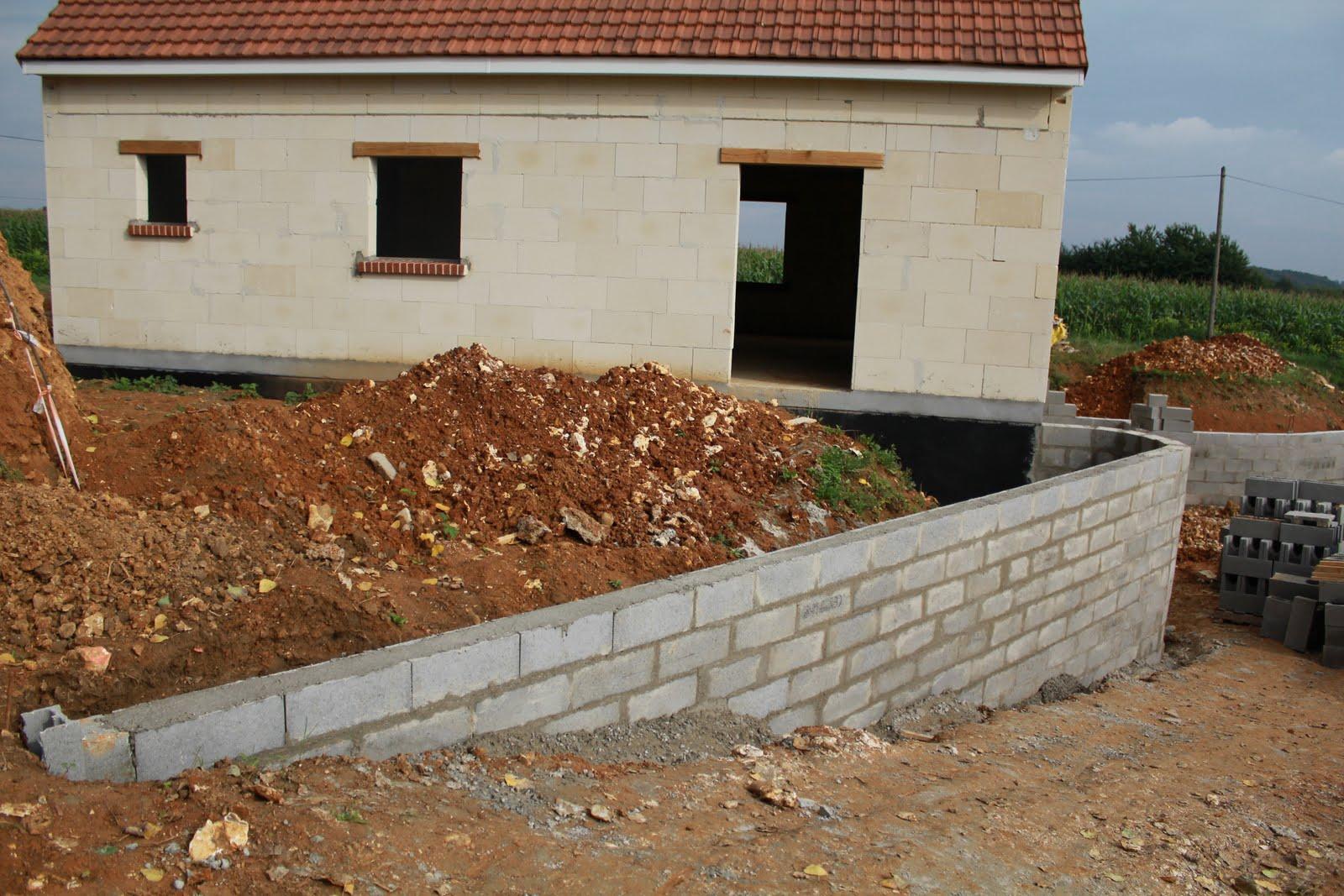 Fondation pour un mur avec une toupie au vu des distances for Fondation de la maison