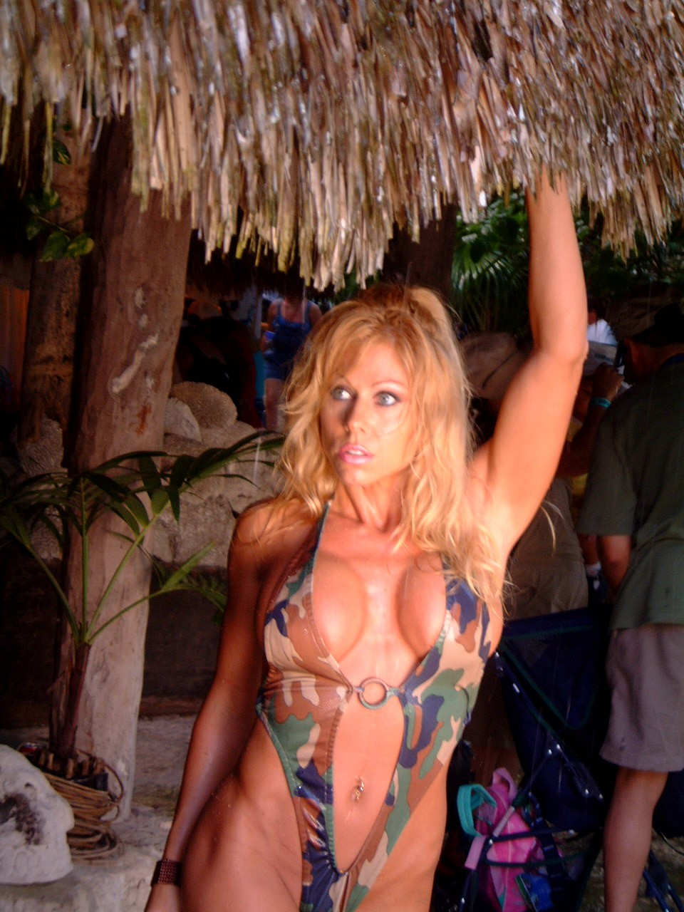 wwe diva terri runnels terrirunnels.com 03 Ali Lohan hot and latest photo