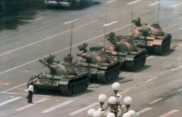 UN 4 DE JUNIO DE 1989 MIENTRAS YO AUN APRENDIA A CAMINAR, SUCEDIA ESTO...