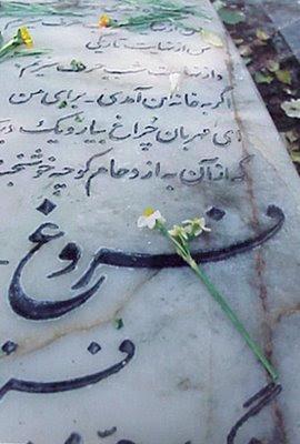 بازگوئی مراسم تدفین دوباره فروغ فرخزاد در باشگاه ورزشی سکولاریسم