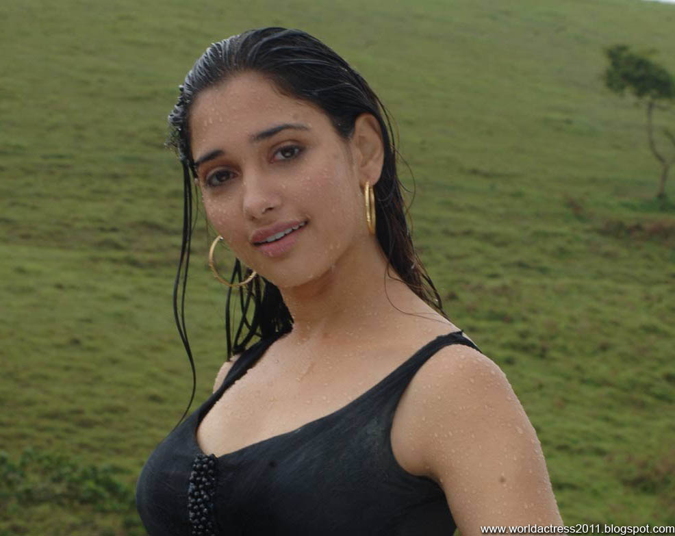 Tamanna Latest,News,Actress,Lip Kiss,Tamil,Kollywood,Hot,Topless,Actress,2011,Hollywood,Kollywood,Bollywood,Beautiful Girls,Cute Girls