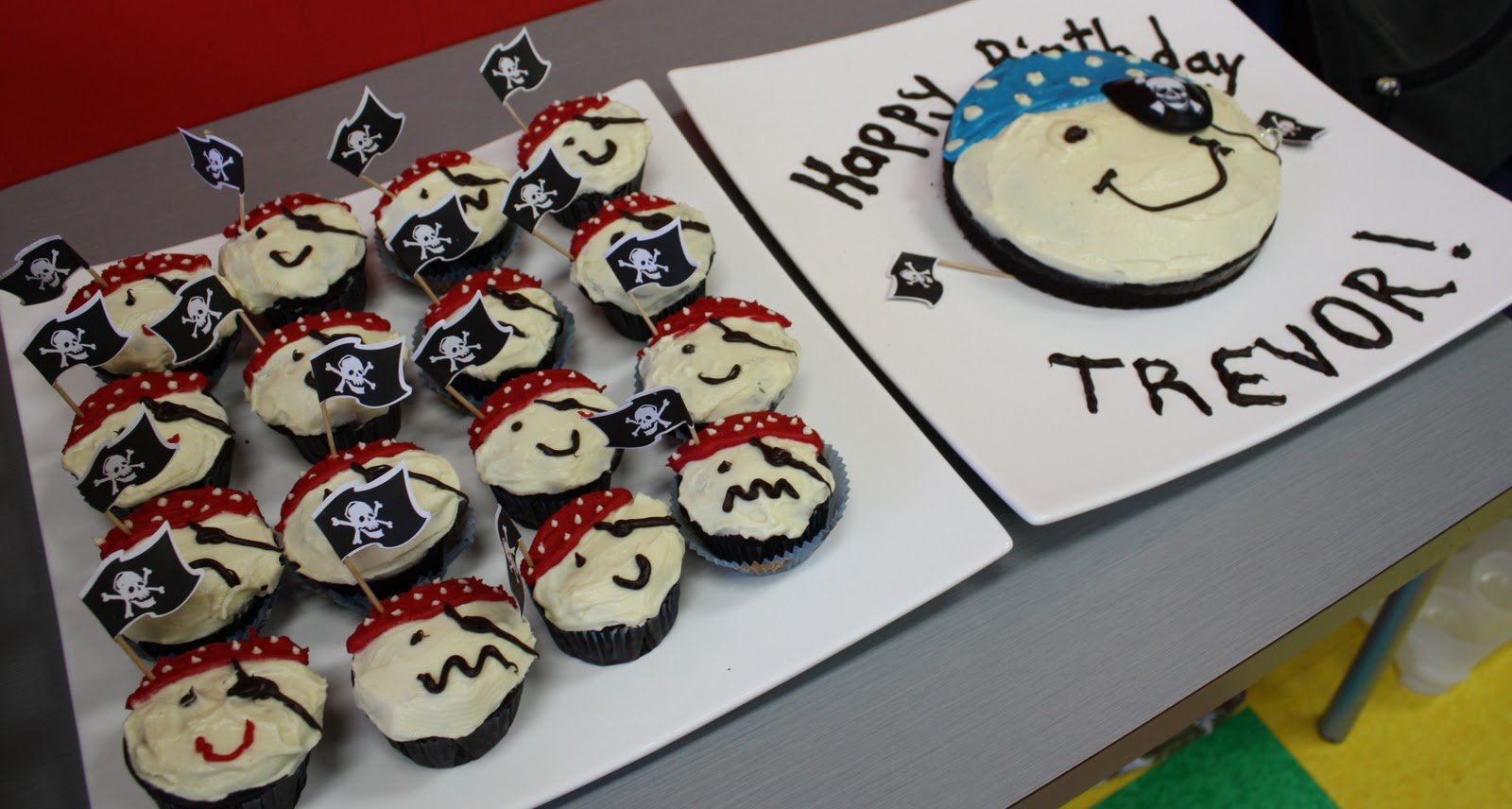 Easy to Make Pirate Cakes http://www.caricooks.com/2010/11/birthday-pirate-and-his-mates.html