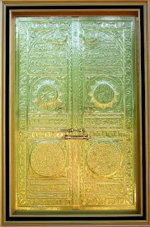 Gambar kaligrafi kuningan pintu ka'bah