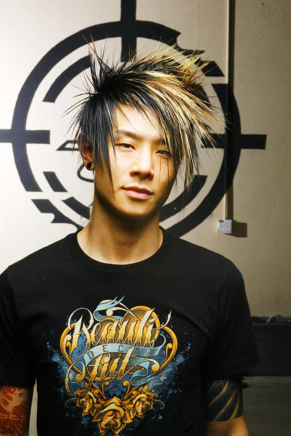 cool emo hairstyle for guys two tones men short emo hair.jpg