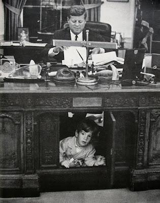 Resolute desk most famous desk home office furniture blog - Jfk oval office desk ...