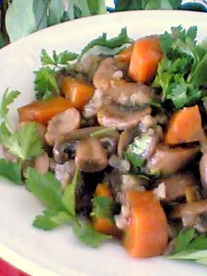 mantarsalatasC4B1 - Pirin�li Mantar Salatas� Tarifi, Malzemeleri, Yemek Yap�l���