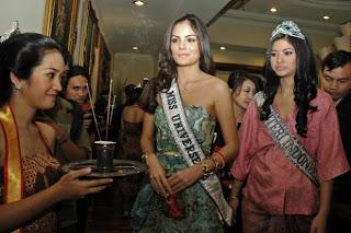 Miss Universe 2010 Nikmati Manicure dan Pedicure