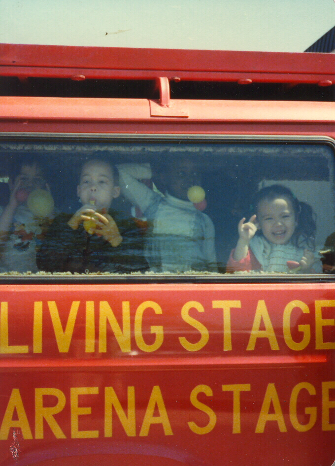 [Living+Stage+Bus]