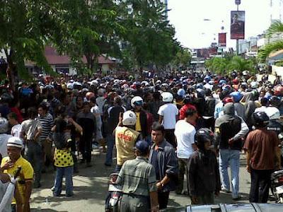 Tarakan Sepi - Usai Temui Kapolres Tarakan dan Pejabat Polda, Massa Membubarkan Diri - Kaltim Borneo