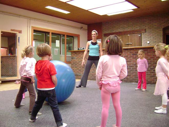 cours de danse créative 4/5ans (octobre 2007 )