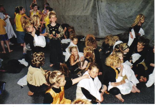 """coulissses """"Qui se ressemble s'assemble"""" ( mai 2006)"""