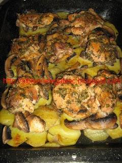 pui cu cartofi ciuperci si rozmarin la cuptor
