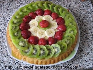 tarta cu banane capsuni kiwi