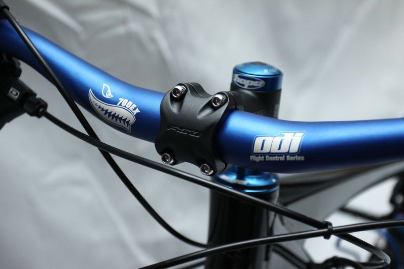 "Gowes-aH: Bike Equipment: Giant Reign 2010 ""Midnight Blue"""