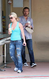 Britney Spears photos with  tasty coffee treat