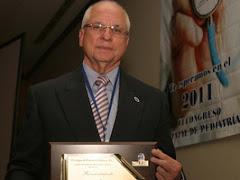 Merecido homenaje al Doctor Oscar Aguirre Jáuregui, Jefe del Servicio de Cirugía Pediátrica