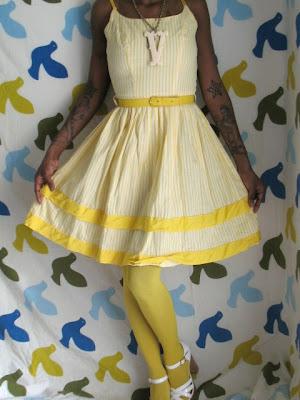 http://3.bp.blogspot.com/_z8hjyEw1qYE/R8rhUZD9XiI/AAAAAAAAATY/jrnYqYMCJRE/s400/Miss+Vintage+Virgin+50s+yellow+dress.jpg