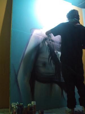 proceso de graffiti en vivo de izak, chile
