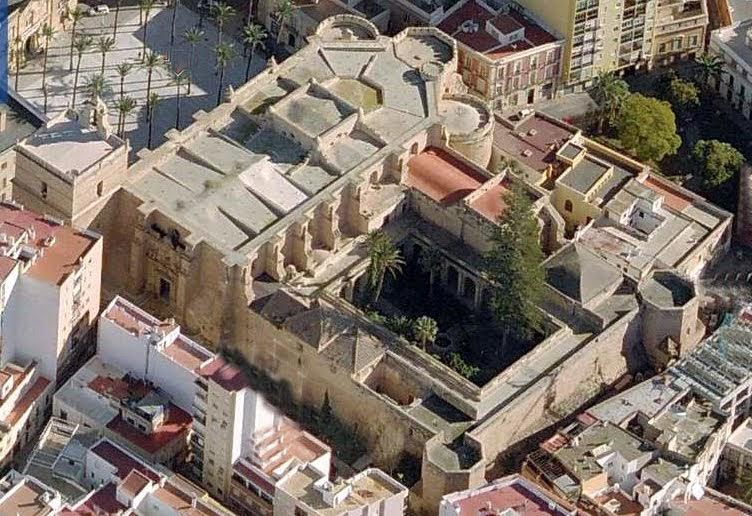 Miradas compartidas claustro de la catedral iglesia de for Viviendas compartidas en madrid