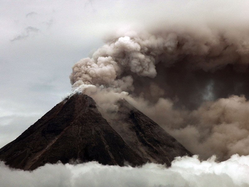 Gambar Mewarnai Gunung Mewarnai Gambar Gunung Berapi Yang Sedang