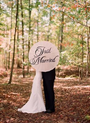 elizabeth messina vineyard wedding parasol