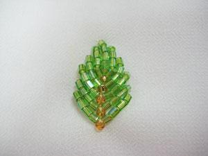 Ini adalah teknik membuat daun menggunakan sulam manik. Teknik ini