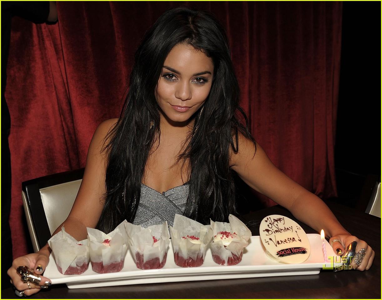 http://3.bp.blogspot.com/_zDmb8ptuR7w/TQ4Ix1hznjI/AAAAAAAAAFs/Xh2VogdyATY/s1600/vanessa-hudgens-pure-birthday-bash-08.jpg