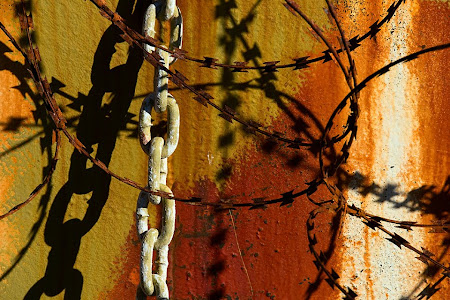 Chain and barbed wire on rusty boat, Hout Bay, South Africa © Matt Prater