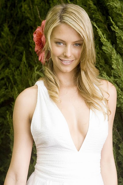 Hollywood Celebrity Jennifer Hawkins Photos in White Dress