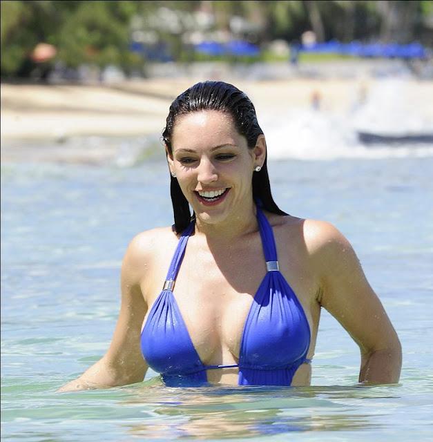 Kelly Brook Bikini Candid