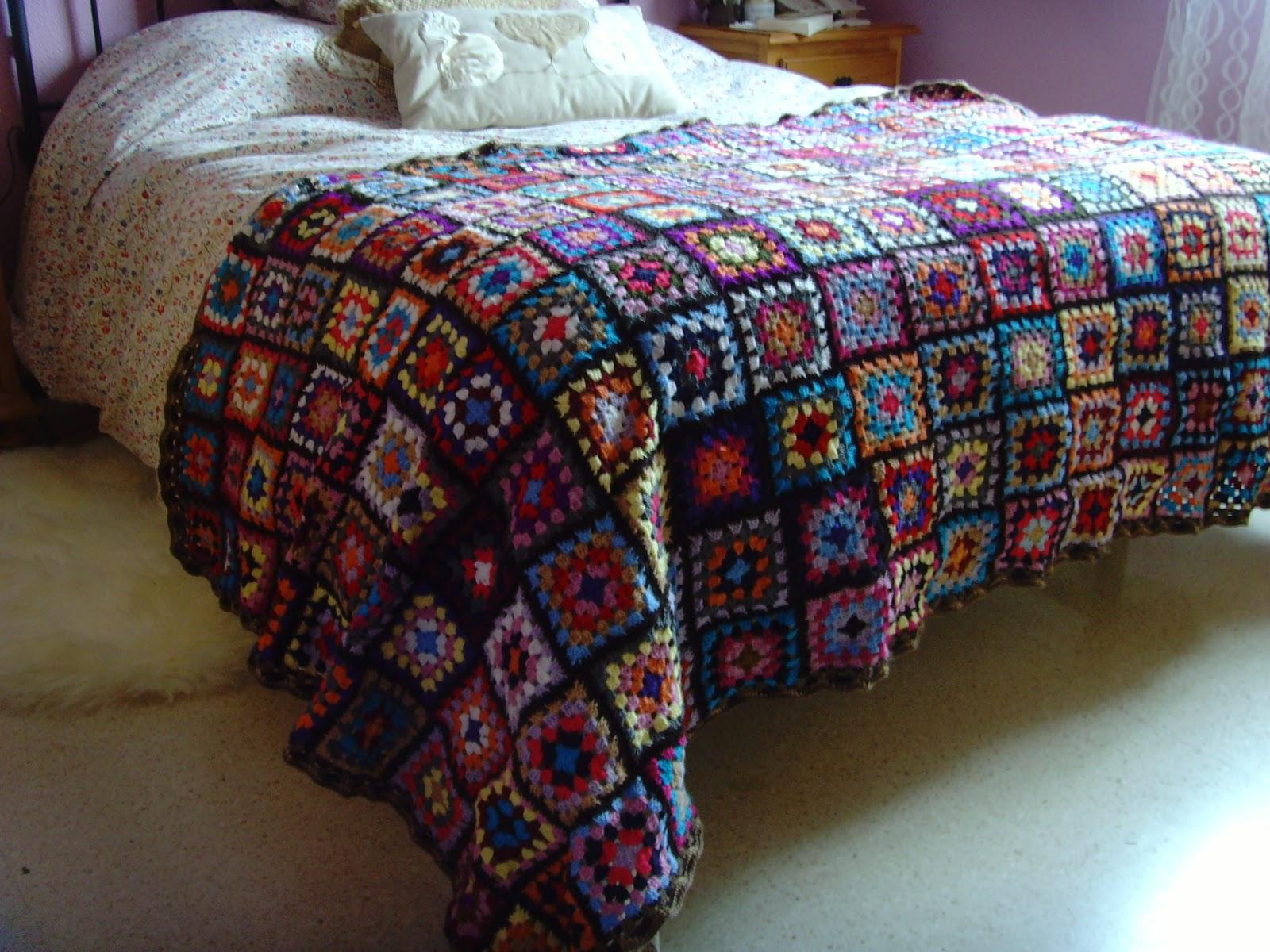 Entre ovillos y retales cubre pies de crochet for Cubrepies de cama