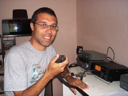 PY4DH - AUGUSTO em sua estação com o IC-718