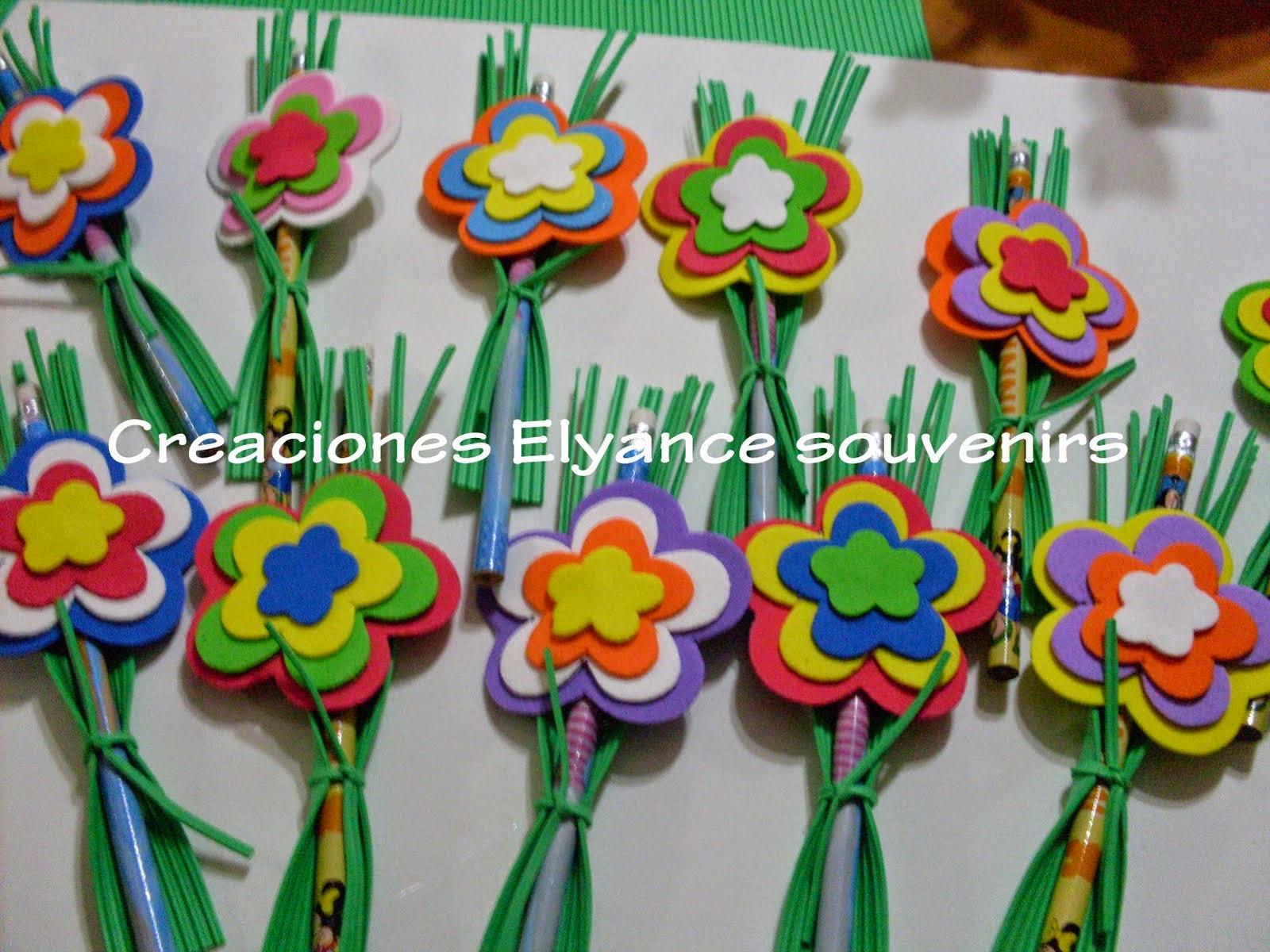 Lapices con flores de goma eva
