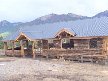 cabaña con el techo