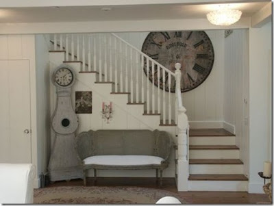 Installation of an ancient wall clock decorating the staircase near the living room idea
