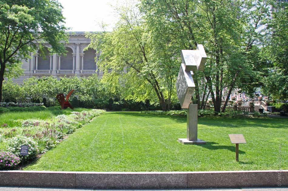 Public Art in Chicago: AIC: South Garden