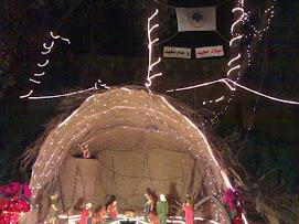 أضاءت القوات اللبنانية - عاريا بالتنسيق مع مكتب الشباب والطلاب مغارة الميلاد على مدخل القرية .