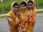 3 anak dara pinggitan
