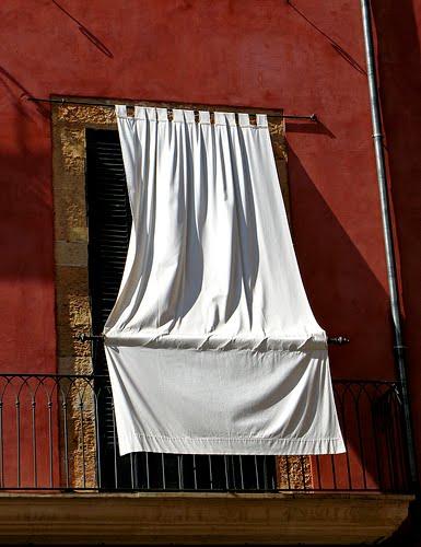 una cortina por fuera para el sol