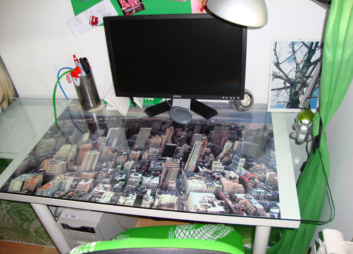 La mesa escritorio del despacho de rafa - Mesa escritorio cristal ikea ...