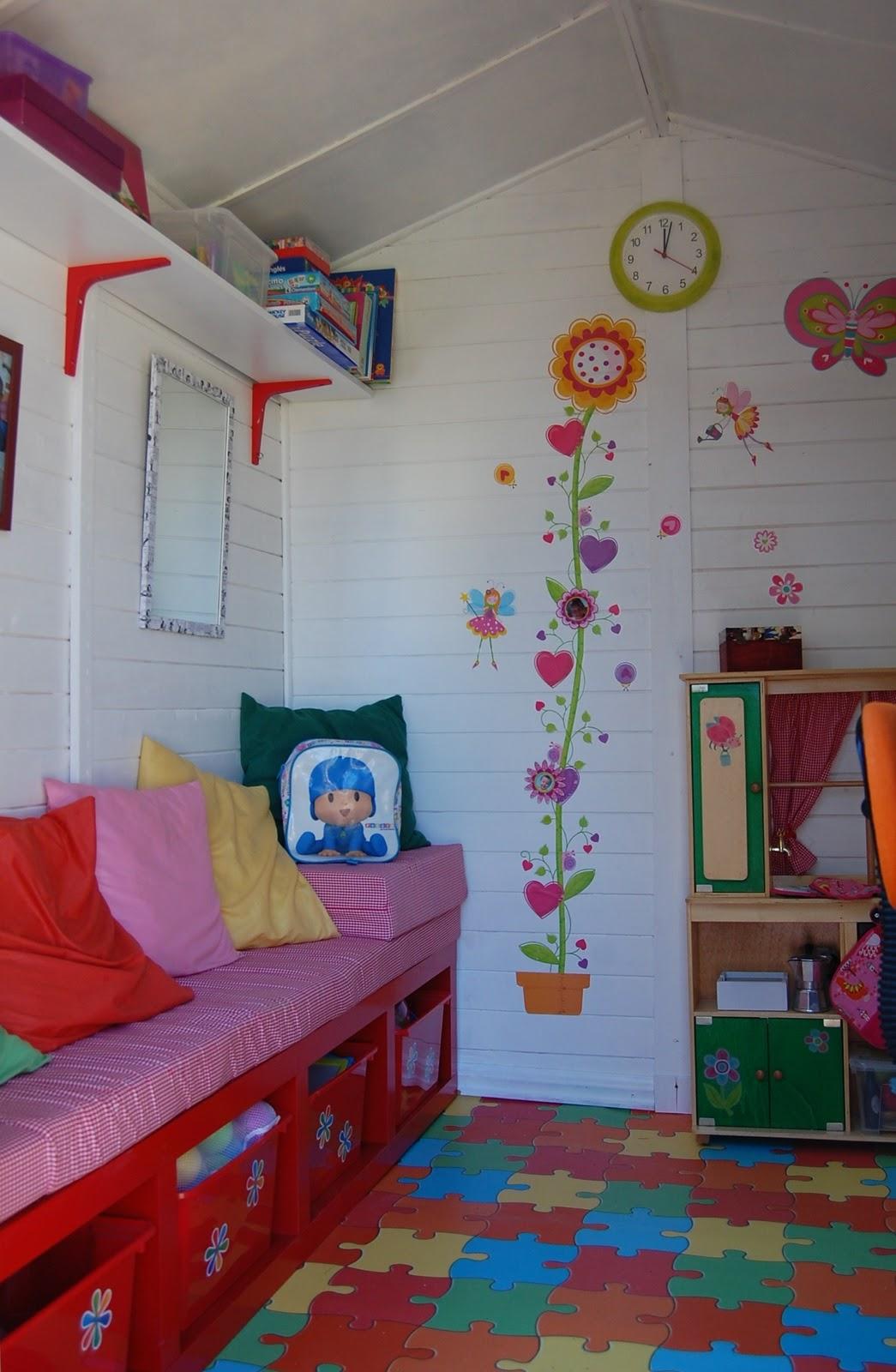 La casita de cuento de las hijas de sara for Casitas de madera para guardar cosas
