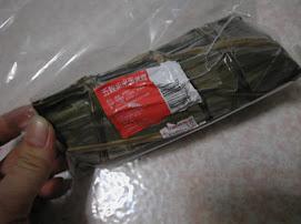 20080611F的港友送的五穀紫米蛋黃粽超好吃