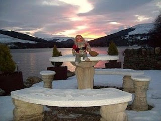 New Year Cottage on Loch Earn in 3 acre gardens- free tickets to village