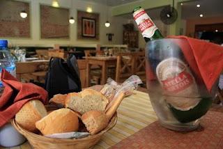 Buena pan, carne, cerveza, vino ¿Qué más pedirle a la vida?
