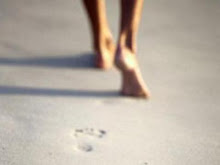 """""""Sempre que apresso o passo passas por mim"""""""